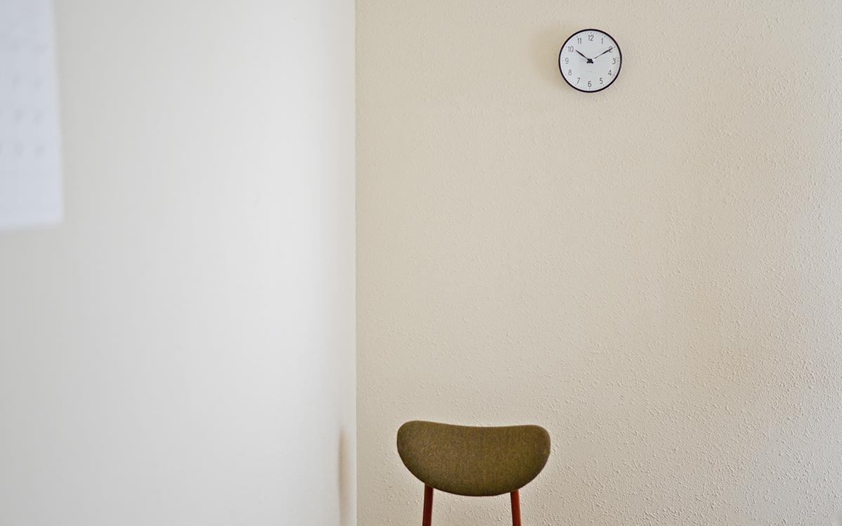 インテリアのアクセントに。存在感のあるアルネ・ヤコブセンの壁掛け時計
