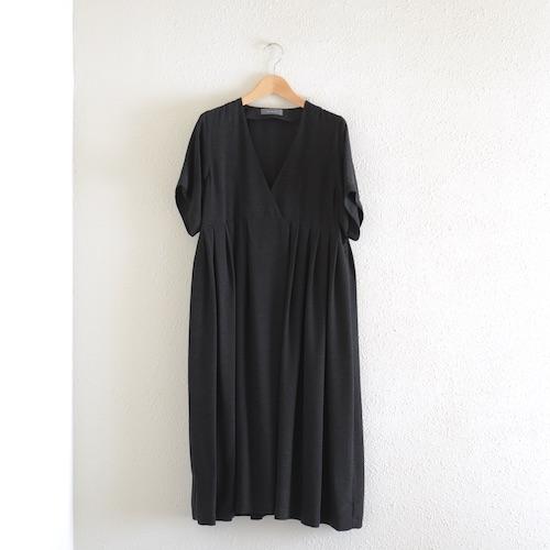 イタリアのファッションブランドNEIRAMIネイラミのカシュクール ロングタックワンピース Black